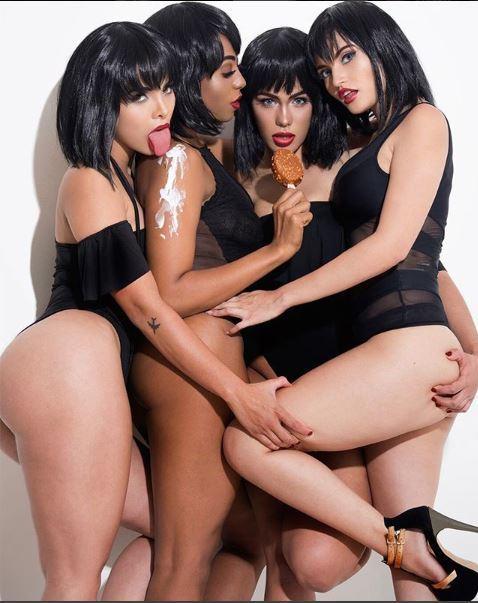 Jeunes femmes lesbiennes, manger de la crème glacée